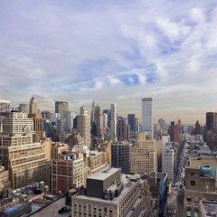 Отель Renaissance New York Midtown Hotel США, Нью-Йорк - отзывы, цены и фото номеров - забронировать отель Renaissance New York Midtown Hotel онлайн балкон