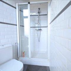 Отель Place du Samedi 15 Бельгия, Брюссель - 1 отзыв об отеле, цены и фото номеров - забронировать отель Place du Samedi 15 онлайн ванная