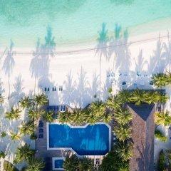 Отель Meeru Island Resort & Spa Мальдивы, Остров Фуранафуши - 10 отзывов об отеле, цены и фото номеров - забронировать отель Meeru Island Resort & Spa онлайн бассейн фото 3