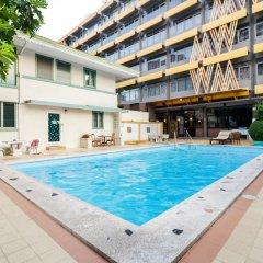 Отель Malaysia Hotel Таиланд, Бангкок - отзывы, цены и фото номеров - забронировать отель Malaysia Hotel онлайн бассейн фото 2