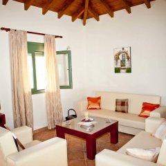 Отель Aselinos Suites комната для гостей фото 5