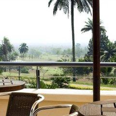 Отель Le Meridien Ibom Hotel Golf Resort Нигерия, Уйо - отзывы, цены и фото номеров - забронировать отель Le Meridien Ibom Hotel Golf Resort онлайн балкон