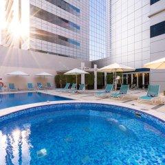Отель Premier Inn Abu Dhabi Capital Centre бассейн фото 2