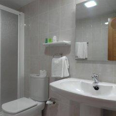 Отель Mesón de L'Ainsa Испания, Аинса - отзывы, цены и фото номеров - забронировать отель Mesón de L'Ainsa онлайн ванная фото 2