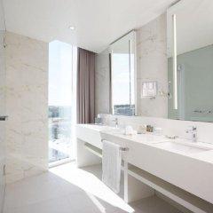 Отель Hilton Tallinn Park Таллин ванная
