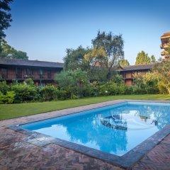 Отель Summit Hotel Непал, Лалитпур - отзывы, цены и фото номеров - забронировать отель Summit Hotel онлайн бассейн фото 2