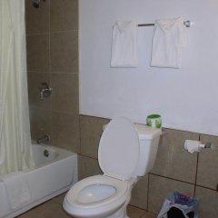 Отель American Executive Inn ванная