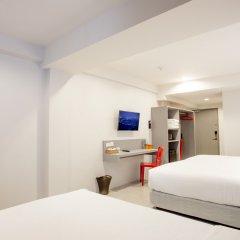 Отель Recenta Express Phuket Town Пхукет комната для гостей