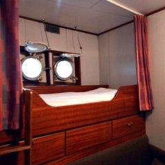Отель Hotellilaiva Isosaari Hotelboat Isosaari Хельсинки ванная