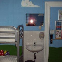 Отель The Flying Pig Uptown Нидерланды, Амстердам - отзывы, цены и фото номеров - забронировать отель The Flying Pig Uptown онлайн удобства в номере фото 2