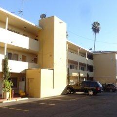 Отель Comfort Inn Near the Sunset Strip парковка
