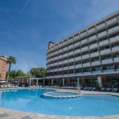 Отель California Garden бассейн