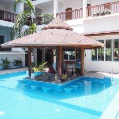 Отель Pranee Amata бассейн