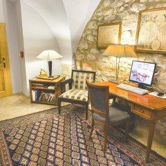 Отель Бутик-отель The Golden Wheel Чехия, Прага - отзывы, цены и фото номеров - забронировать отель Бутик-отель The Golden Wheel онлайн удобства в номере