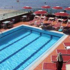 Vivas Hotel бассейн