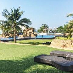 Отель La Mer Residence and Pool Villa Pattaya By Favstay На Чом Тхиан бассейн
