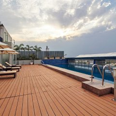 Отель Radisson Hyderabad Hitec City бассейн