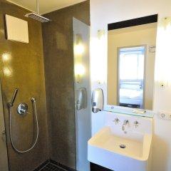 Отель Five Elements Hostel Frankfurt Германия, Франкфурт-на-Майне - отзывы, цены и фото номеров - забронировать отель Five Elements Hostel Frankfurt онлайн ванная