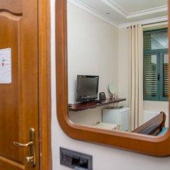 Hotel Astoria сейф в номере