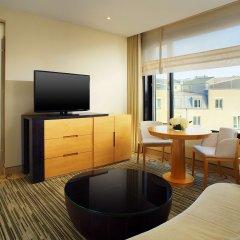 Отель Sheraton Berlin Grand Hotel Esplanade Германия, Берлин - 6 отзывов об отеле, цены и фото номеров - забронировать отель Sheraton Berlin Grand Hotel Esplanade онлайн удобства в номере фото 2