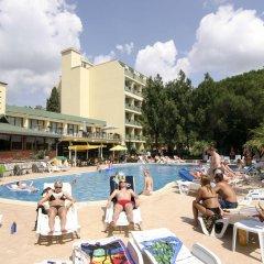 Отель Tintyava Park Hotel Болгария, Золотые пески - отзывы, цены и фото номеров - забронировать отель Tintyava Park Hotel онлайн бассейн фото 2