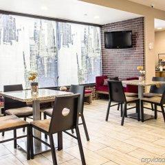 Отель Comfort Inn Midtown West гостиничный бар