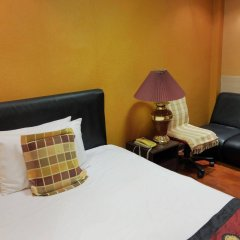 Отель China Guest Inn Бангкок сейф в номере