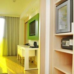 DoubleTree by Hilton Hotel Girona сейф в номере
