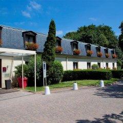 Отель Novotel Chateau de Maffliers парковка