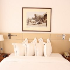 Отель Hilton Colombo Residence сейф в номере
