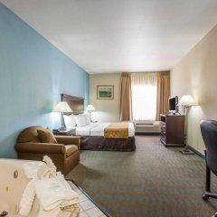 Отель Comfort Suites Tulare комната для гостей