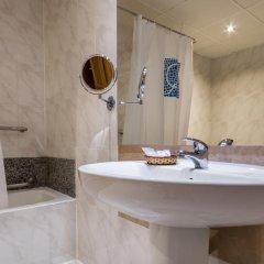 Отель Ramblas Hotel Испания, Барселона - 10 отзывов об отеле, цены и фото номеров - забронировать отель Ramblas Hotel онлайн ванная фото 2