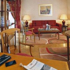 Отель Warwick Reine Astrid - Lyon Франция, Лион - 2 отзыва об отеле, цены и фото номеров - забронировать отель Warwick Reine Astrid - Lyon онлайн интерьер отеля