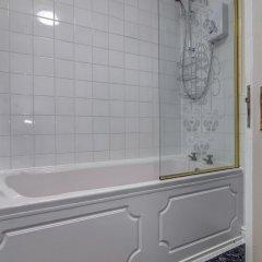 Отель Bright, Spacious 2BR Central Manchester Flat for 4 Великобритания, Манчестер - отзывы, цены и фото номеров - забронировать отель Bright, Spacious 2BR Central Manchester Flat for 4 онлайн ванная фото 2
