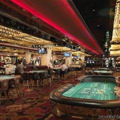 Отель Riviera Hotel & Casino США, Лас-Вегас - 8 отзывов об отеле, цены и фото номеров - забронировать отель Riviera Hotel & Casino онлайн развлечения