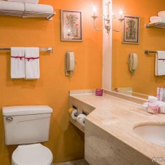 Отель Holiday Inn Guadalajara Expo ванная фото 2