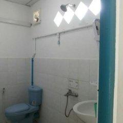 Отель Naung Yoe Motel Мьянма, Пром - отзывы, цены и фото номеров - забронировать отель Naung Yoe Motel онлайн ванная фото 2