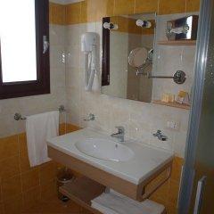 Отель La Casarana Resort & Spa Италия, Пресичче - отзывы, цены и фото номеров - забронировать отель La Casarana Resort & Spa онлайн ванная