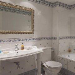Отель Hôtel Beaubourg Франция, Париж - отзывы, цены и фото номеров - забронировать отель Hôtel Beaubourg онлайн ванная
