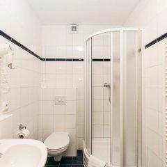 Отель Boston Чехия, Карловы Вары - 1 отзыв об отеле, цены и фото номеров - забронировать отель Boston онлайн ванная фото 2