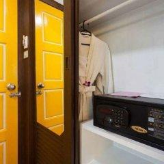 Отель The Bliss South Beach Patong сейф в номере