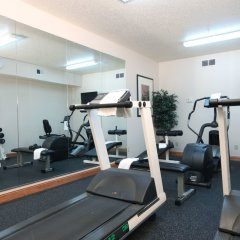 Отель Country Inn & Suites Columbus Airport фитнесс-зал фото 4