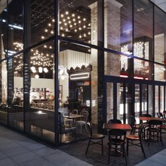 Отель Courtyard by Marriott Tokyo Station гостиничный бар