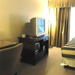 Отель Super 8 Downtown Toronto удобства в номере фото 2