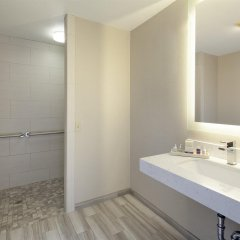 Отель Spyglass Inn ванная