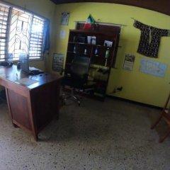 Porty Hostel Порт Антонио интерьер отеля
