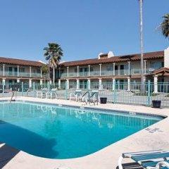 Отель Rodeway Inn Kingsville Кингсвилль бассейн фото 3