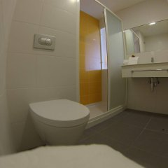 Отель 3K Faro Aeroporto Португалия, Фару - отзывы, цены и фото номеров - забронировать отель 3K Faro Aeroporto онлайн ванная