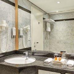 Отель Holiday Inn Berlin Airport - Conference Centre Шёнефельд ванная фото 2