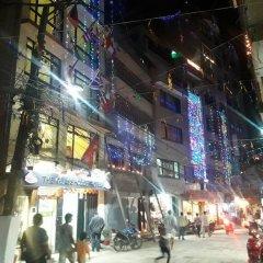 Отель The Glasshouse Hotel & Hostel Непал, Катманду - отзывы, цены и фото номеров - забронировать отель The Glasshouse Hotel & Hostel онлайн городской автобус